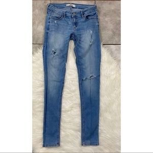 Hollister size 3 distressed skinny jeans 519